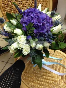 Букет из роз кения, розы кустовой, вероники, эрингиума, гортензии