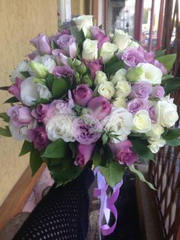 Букет из роз кения, розы кустовой, эустомы