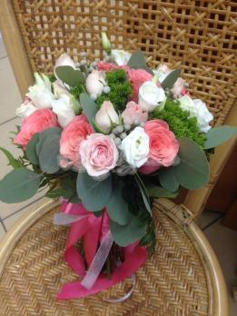 Букет из розы эквадор, брунии, трахелиума, розы кустовой, эустомы