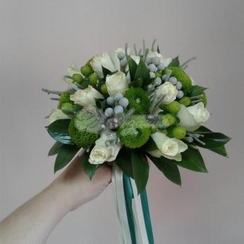 Букет из розы Кения, хризантемы кустовой, брунии